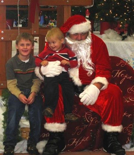 Funny, Weird, and Scary Santa Pics & Vids - CreepySantaPhotos.com