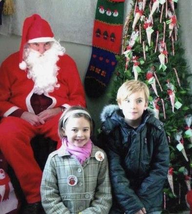 Scared of Santa | Funny, Weird, and Scary Santa Pics & Vids - CreepySantaPhotos.com-4
