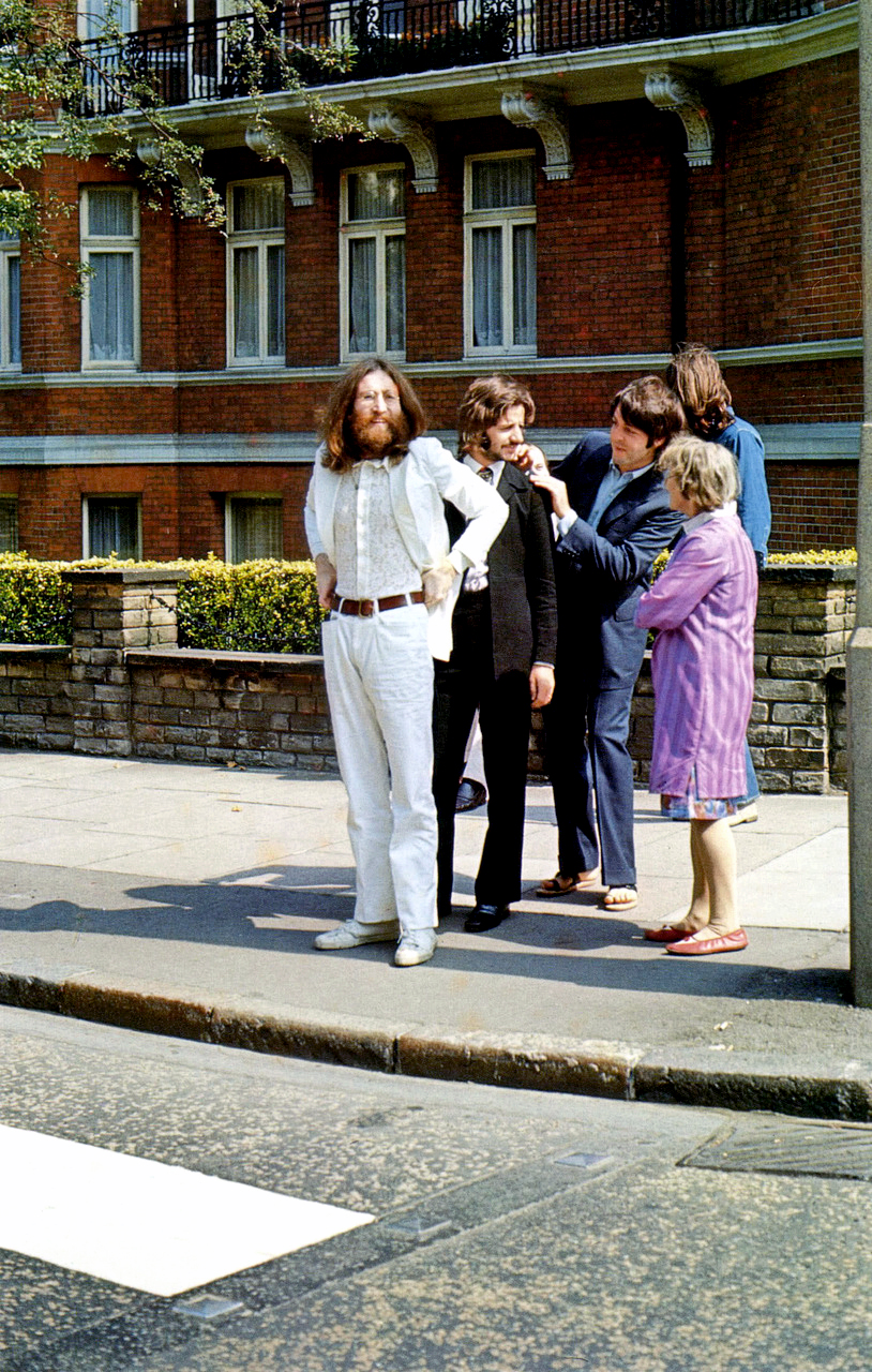 beatles_waiting to cross abbey road